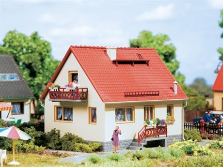 hus med balkong h0 tt. Black Bedroom Furniture Sets. Home Design Ideas